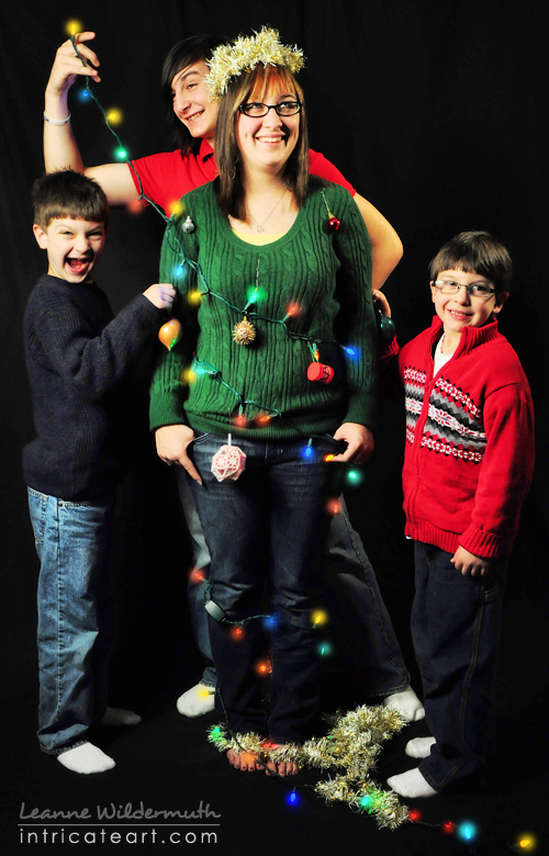 Christmas Portrait kids siblings child pose photography by Leanne Wildermuth